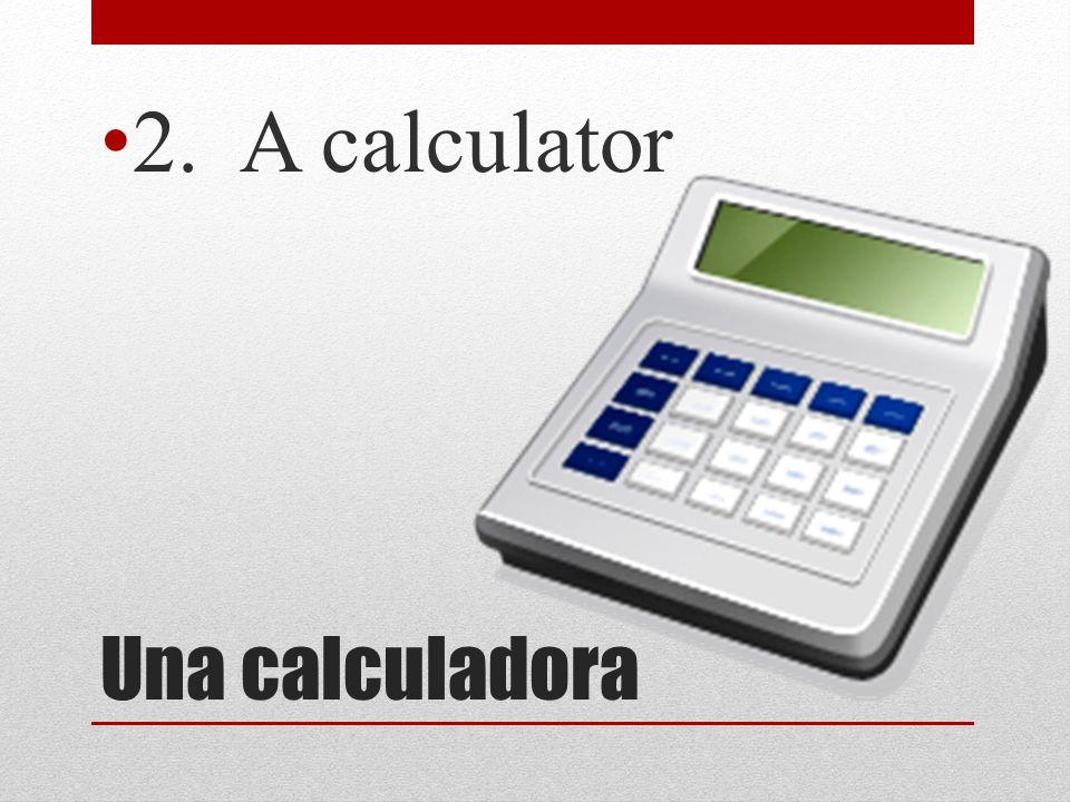 Una calculadora 2. A calculator