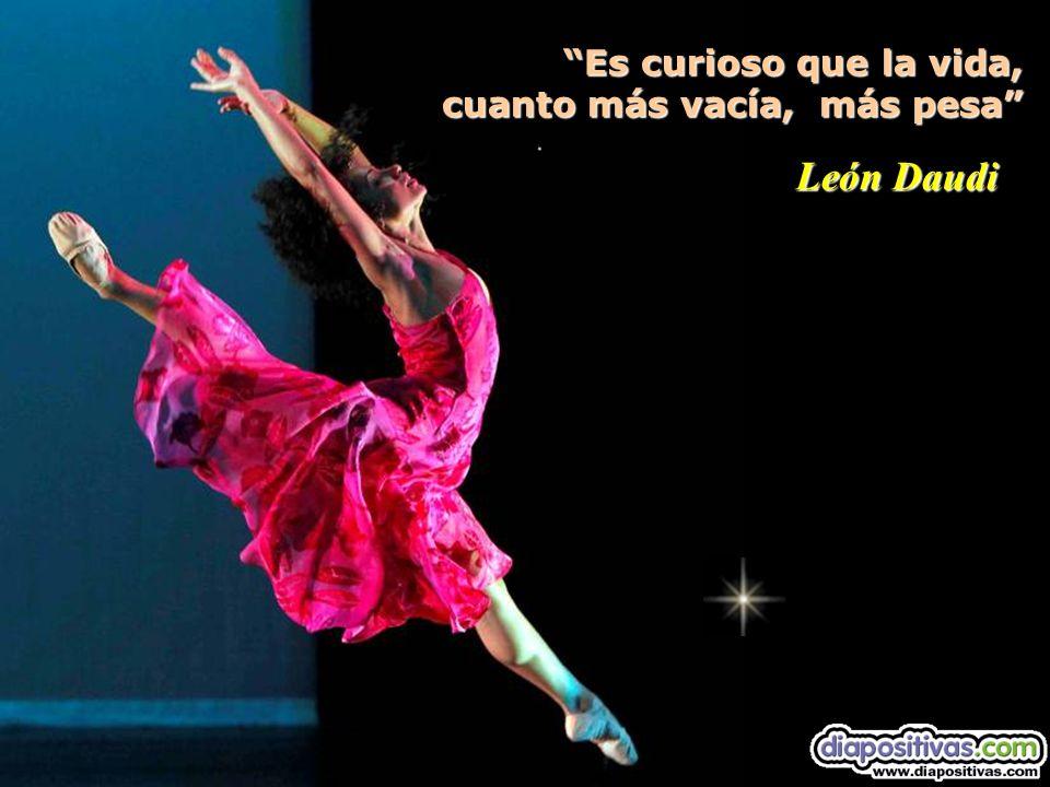 Es curioso que la vida, cuanto más vacía, más pesa Es curioso que la vida, cuanto más vacía, más pesa León Daudi