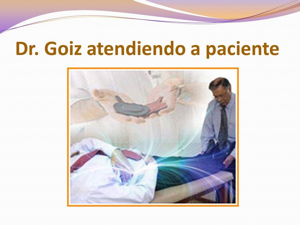 Dr. Goiz atendiendo a paciente