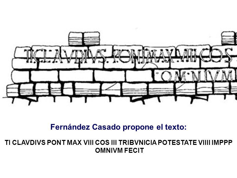 Fernández Casado propone el texto: TI CLAVDIVS PONT MAX VIII COS III TRIBVNICIA POTESTATE VIIII IMPPP OMNIVM FECIT