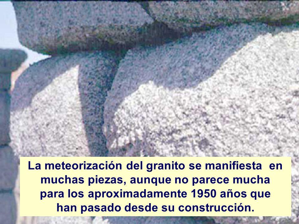 La meteorización del granito se manifiesta en muchas piezas, aunque no parece mucha para los aproximadamente 1950 años que han pasado desde su constru