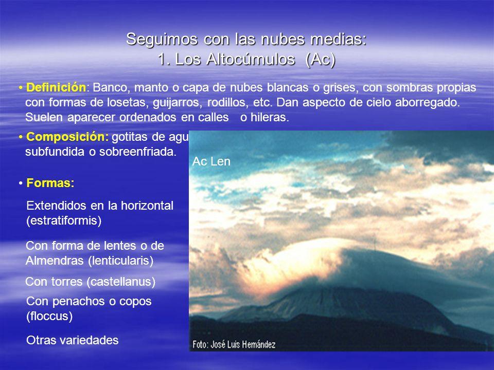 Seguimos con las nubes medias: 1. Los Altocúmulos (Ac) Definición: Banco, manto o capa de nubes blancas o grises, con sombras propias con formas de lo