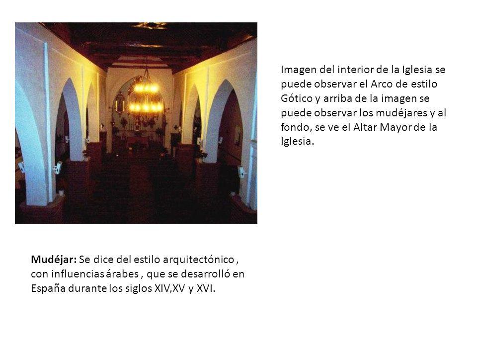 Imagen del interior de la Iglesia se puede observar el Arco de estilo Gótico y arriba de la imagen se puede observar los mudéjares y al fondo, se ve e