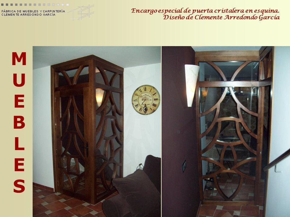 MUEBLESMUEBLES Encargo especial de puerta cristalera en esquina. Diseño de Clemente Arredondo García