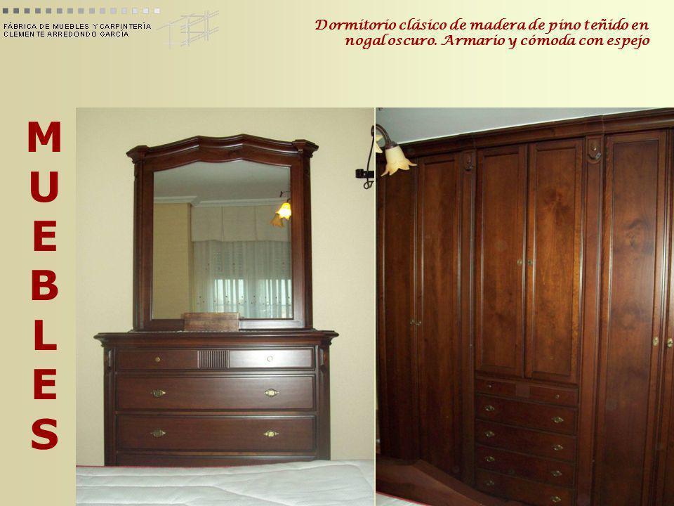 MUEBLESMUEBLES Dormitorio clásico de madera de pino teñido en nogal oscuro. Armario y cómoda con espejo