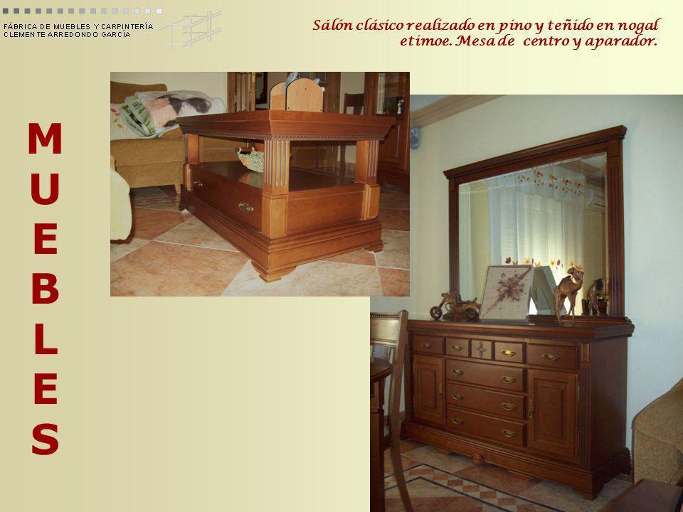 MUEBLESMUEBLES Sálón clásico realizado en pino y teñido en nogal etimoe. Mesa de centro y aparador.