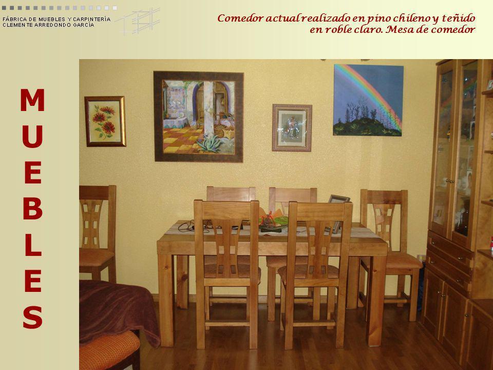 MUEBLESMUEBLES Comedor actual realizado en pino chileno y teñido en roble claro. Mesa de comedor