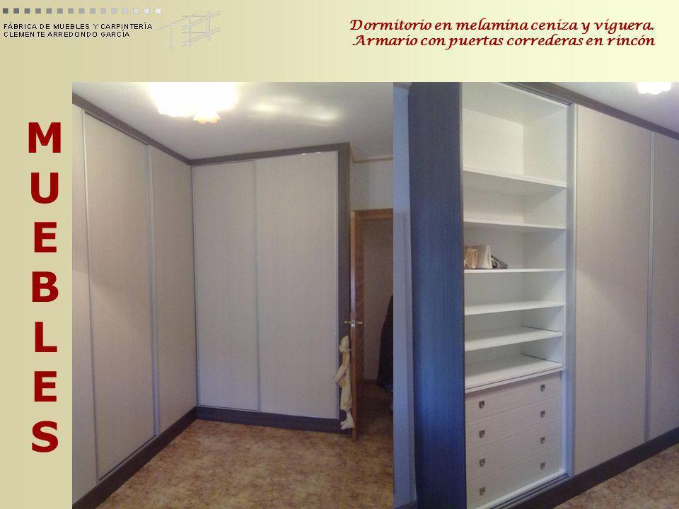 MUEBLESMUEBLES Dormitorio en melamina ceniza y viguera. Armario con puertas correderas en rincón