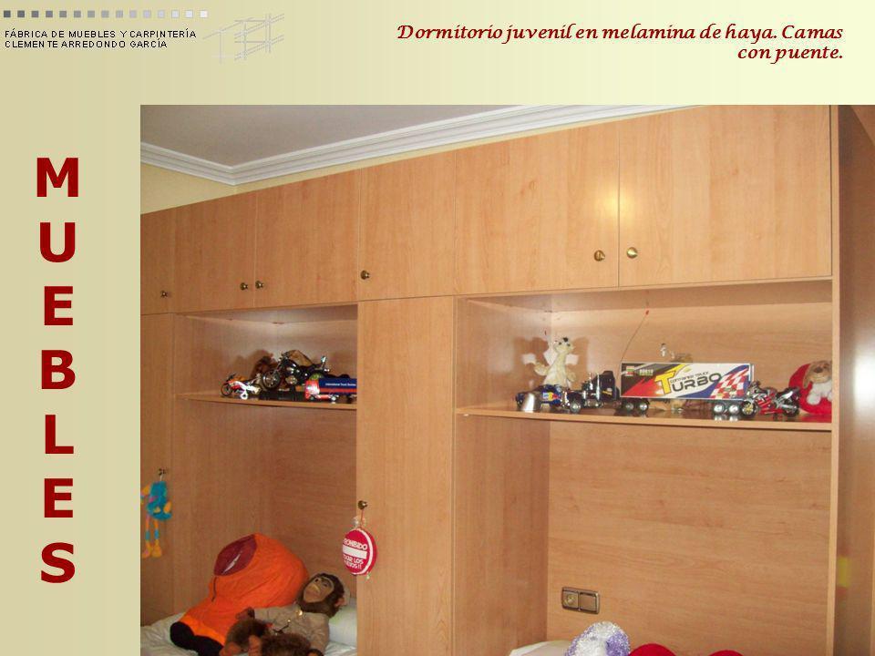 MUEBLESMUEBLES Dormitorio juvenil en melamina de haya. Camas con puente.