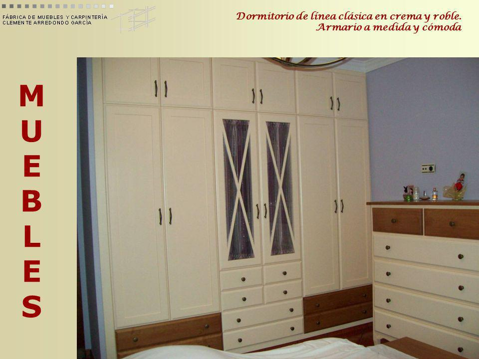 MUEBLESMUEBLES Dormitorio de línea clásica en crema y roble. Armario a medida y cómoda