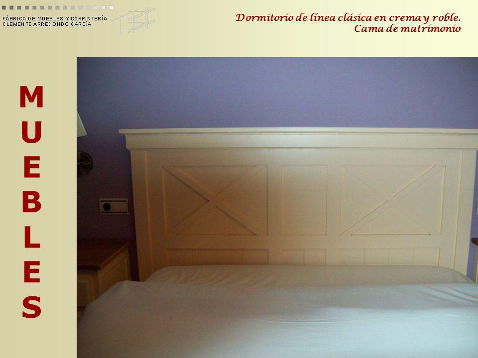 MUEBLESMUEBLES Dormitorio de línea clásica en crema y roble. Cama de matrimonio