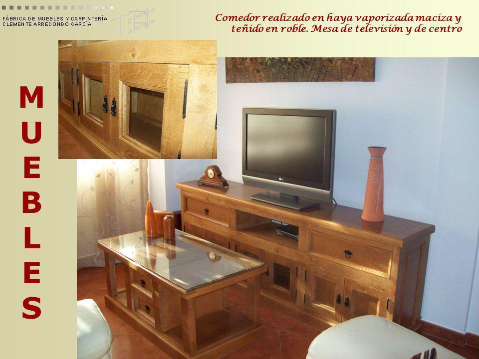 MUEBLESMUEBLES Dormitorio de madera de pino teñido en roble oscuro. Cabecero y mesitas