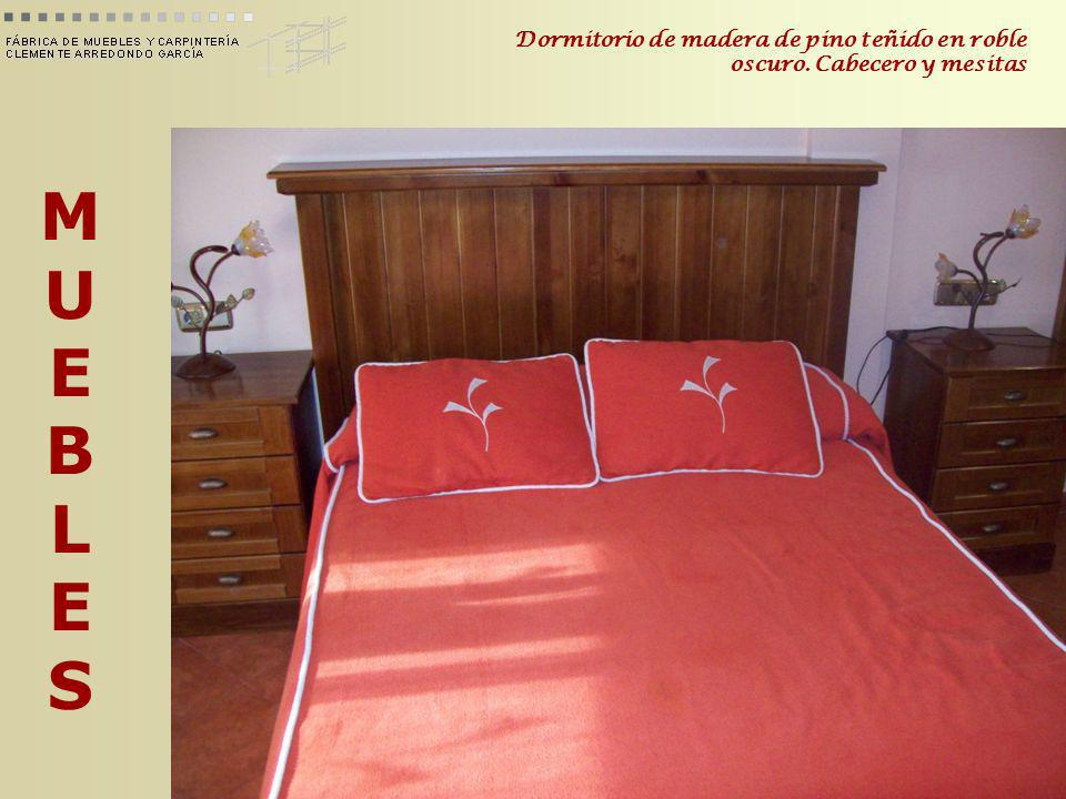 MUEBLESMUEBLES Dormitorio de madera de pino teñido en roble oscuro.