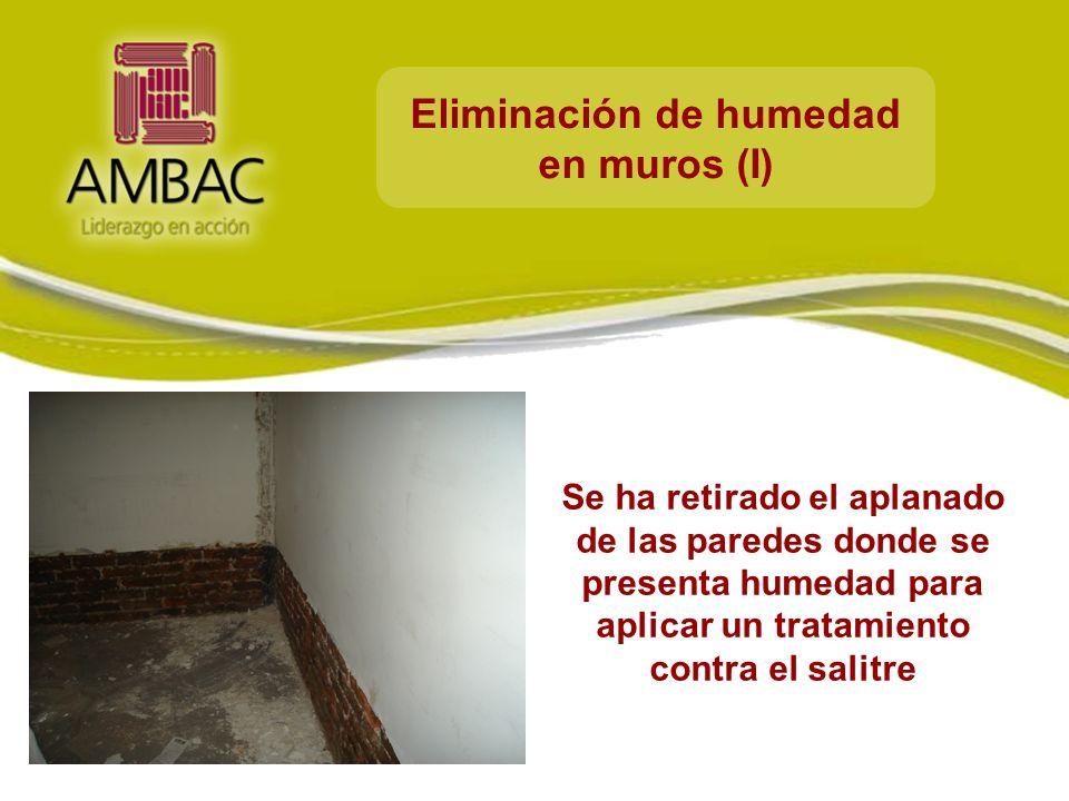 Eliminación de humedad en muros (I) Se ha retirado el aplanado de las paredes donde se presenta humedad para aplicar un tratamiento contra el salitre
