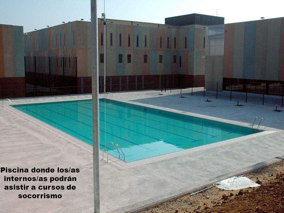 Piscina donde los/as internos/as podrán asistir a cursos de socorrismo