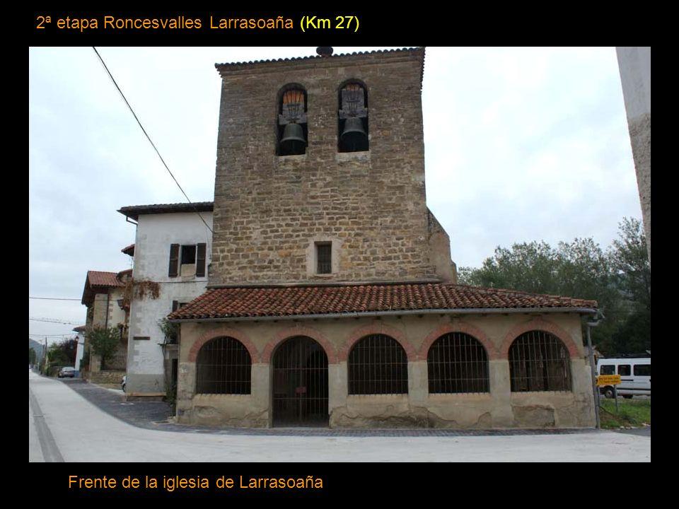 2ª etapa Roncesvalles Larrasoaña (Km 27) Frente de la iglesia de Larrasoaña