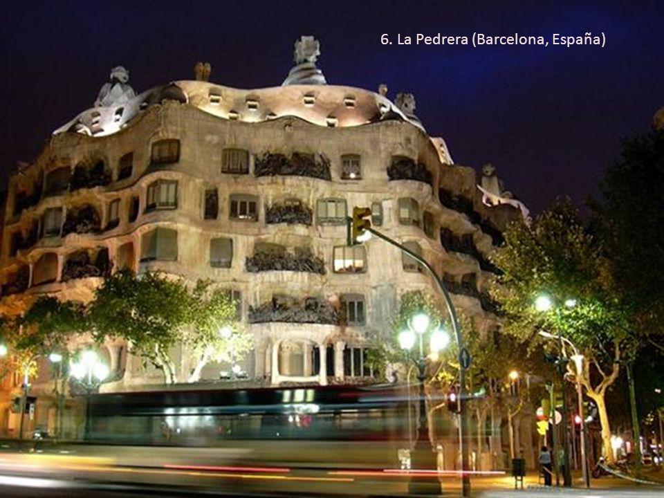 6. La Pedrera (Barcelona, España)