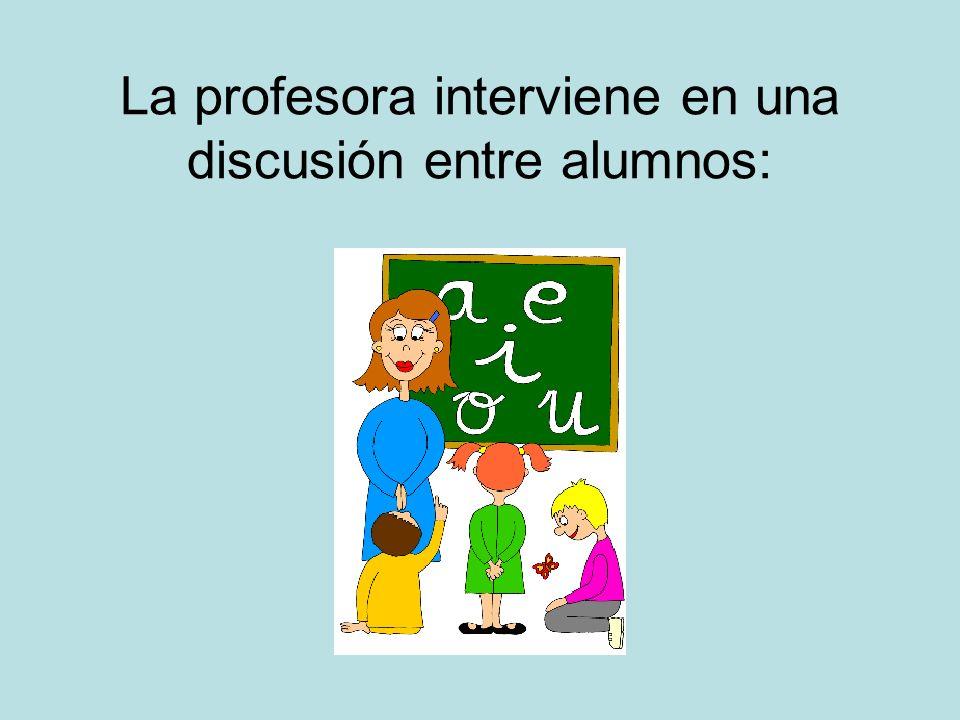 La profesora interviene en una discusión entre alumnos: