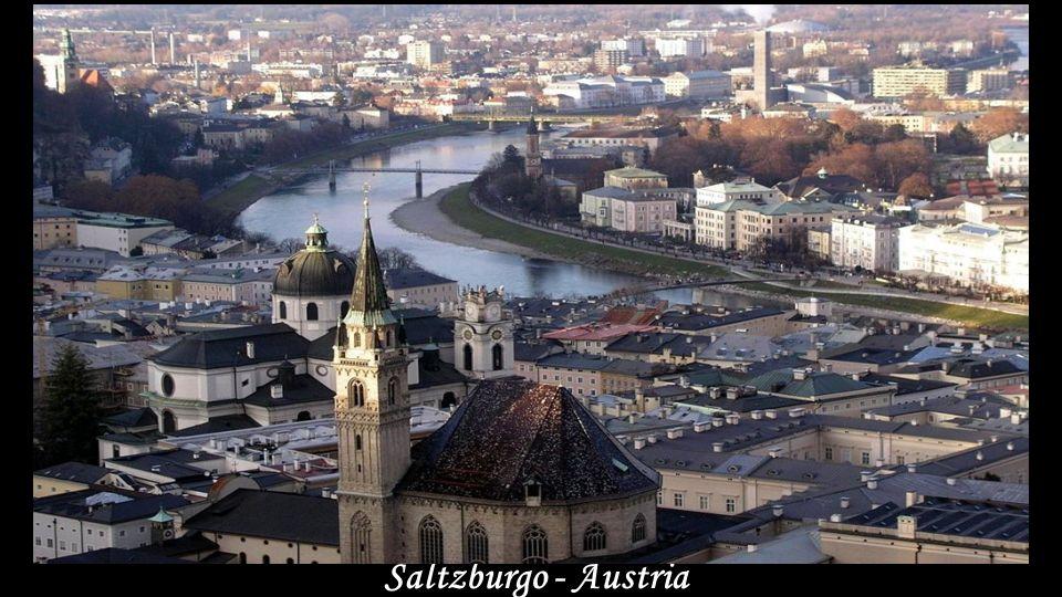 Pueblo junto al Danubio - Austria