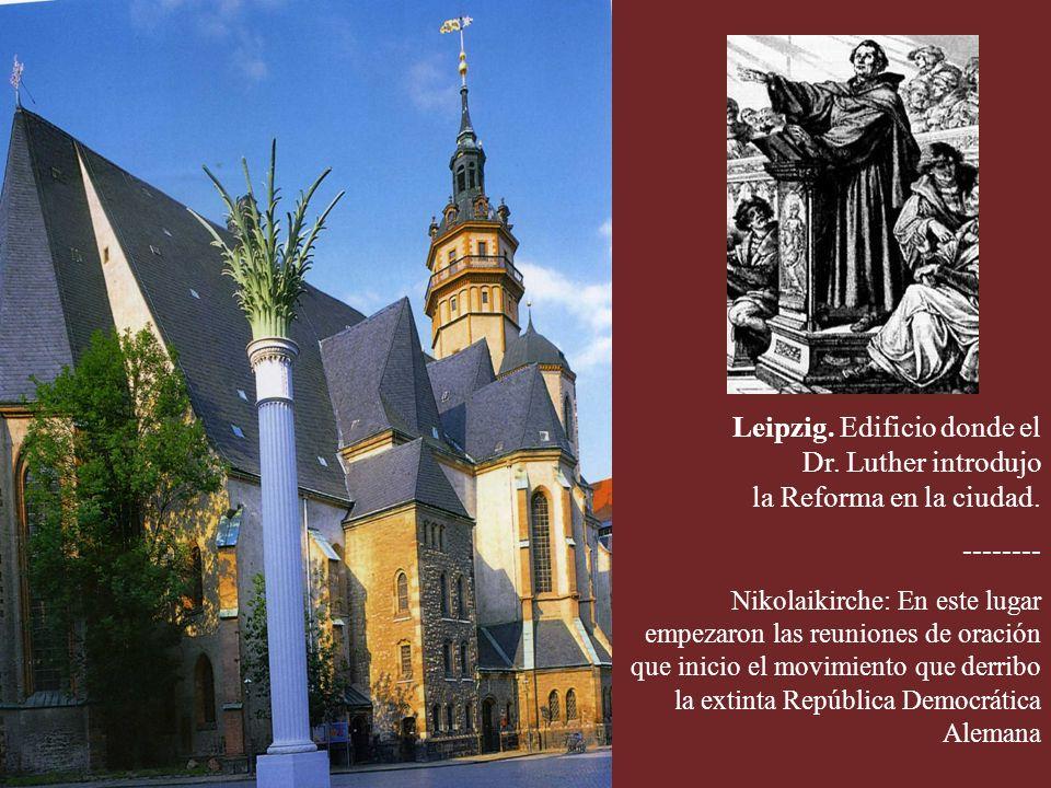Recinto del castillo de Wartburg donde el Dr. M. Luther concluyó su traducción del Nuevo Testamento al idioma alemán. Biblia de Luther