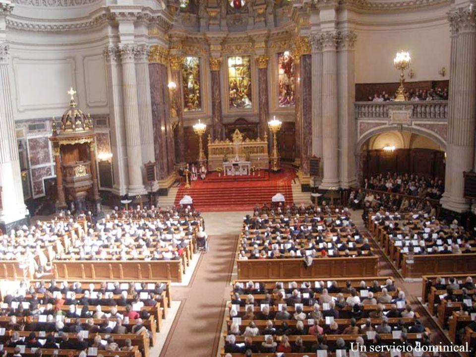 Interior de la iglesia Dom evangélica luterana de Berlín, en ella contiene 500 años de historia, fue fundada por el emperador Guillermo II entre 1894