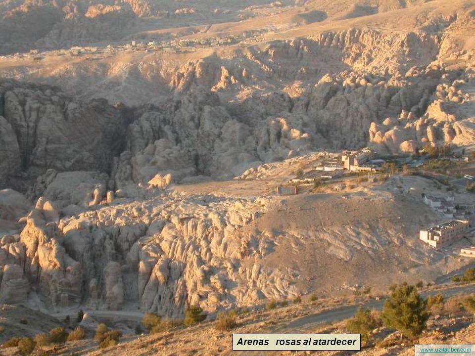 www.uzitauber.com Sombras al atardecer en las montañas de Petra