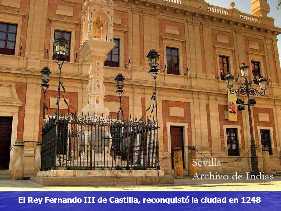 En el año 713 fue conquistada por los ejércitos árabes y después perteneció al califato de Córdoba.