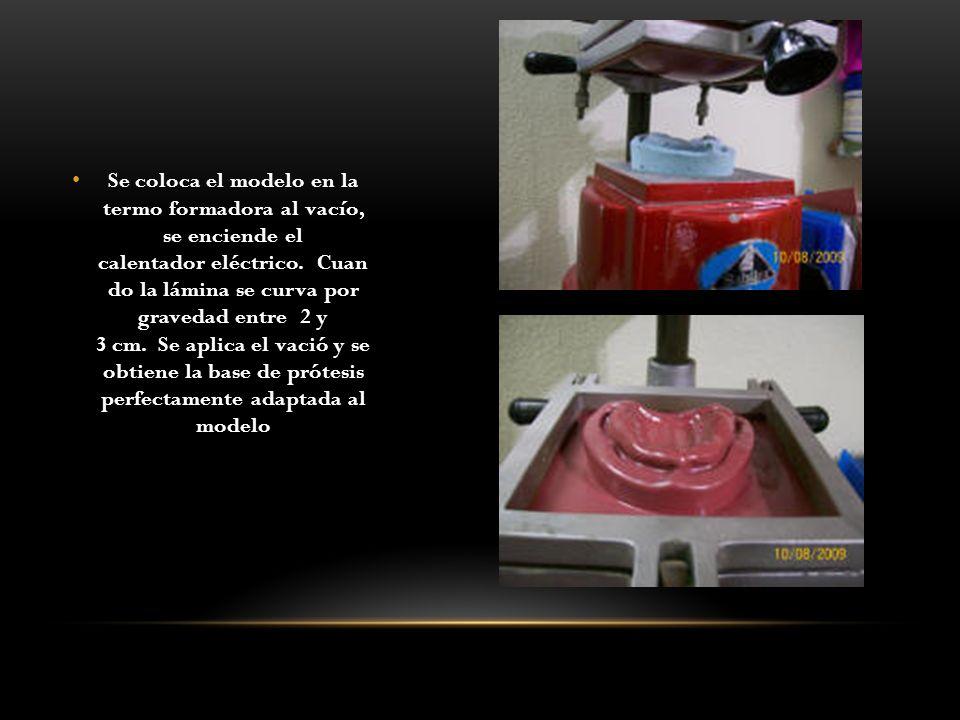 Se coloca el modelo en la termo formadora al vacío, se enciende el calentador eléctrico. Cuan do la lámina se curva por gravedad entre 2 y 3 cm. Se ap