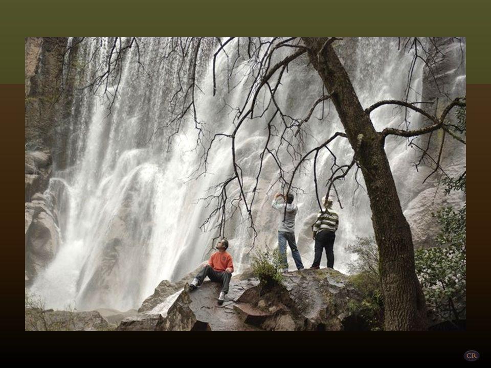 Cusárare Municipio de Guachochi Una de las más bellas caídas de agua de la Sierra Tarahumara, cuya altura es de 28 metros. Este impresionante lugar, a