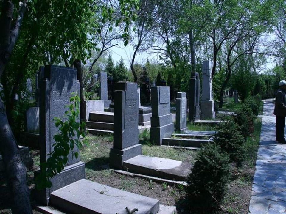 El cementerio judío de Harbin Huang Shan, que está ubicado en los suburbios de la ciudad, es el mas grande y de los mejores conservados del Lejano Ori