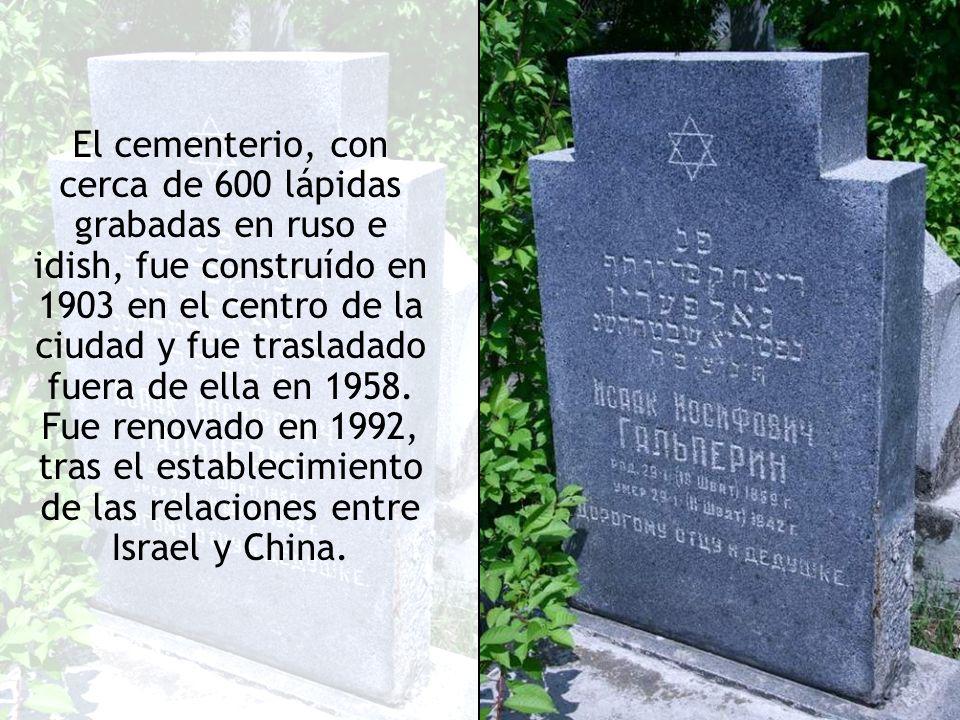 El cementerio, con cerca de 600 lápidas grabadas en ruso e idish, fue construído en 1903 en el centro de la ciudad y fue trasladado fuera de ella en 1958.