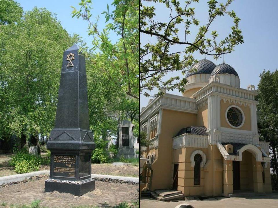 El cementerio, con cerca de 600 lápidas grabadas en ruso e idish, fue construído en 1903 en el centro de la ciudad y fue trasladado fuera de ella en 1