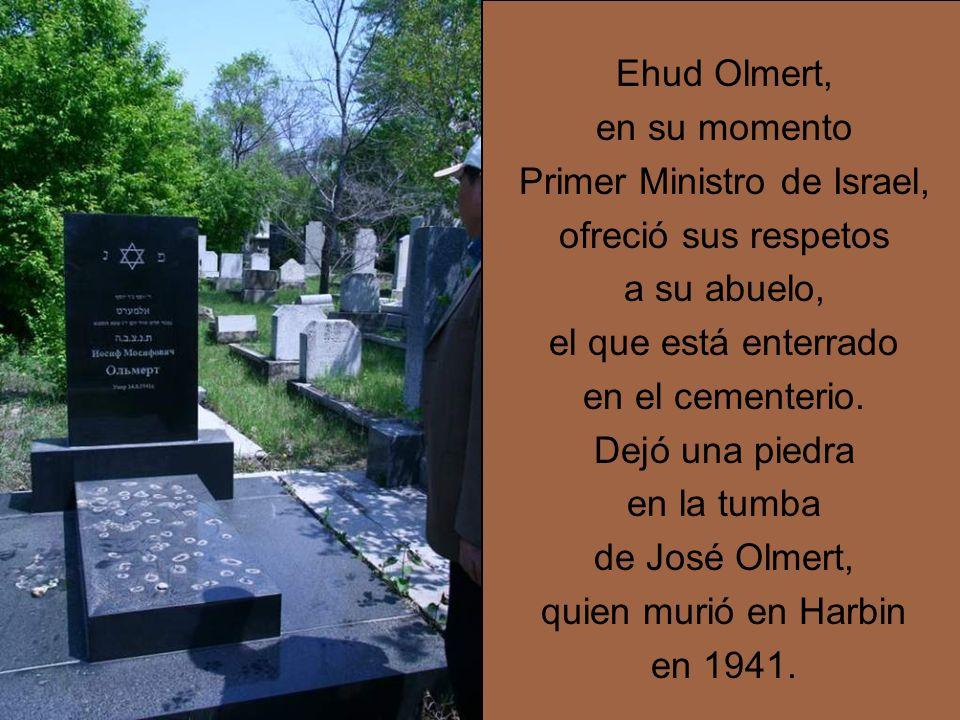 Ehud Olmert, en su momento Primer Ministro de Israel, ofreció sus respetos a su abuelo, el que está enterrado en el cementerio.