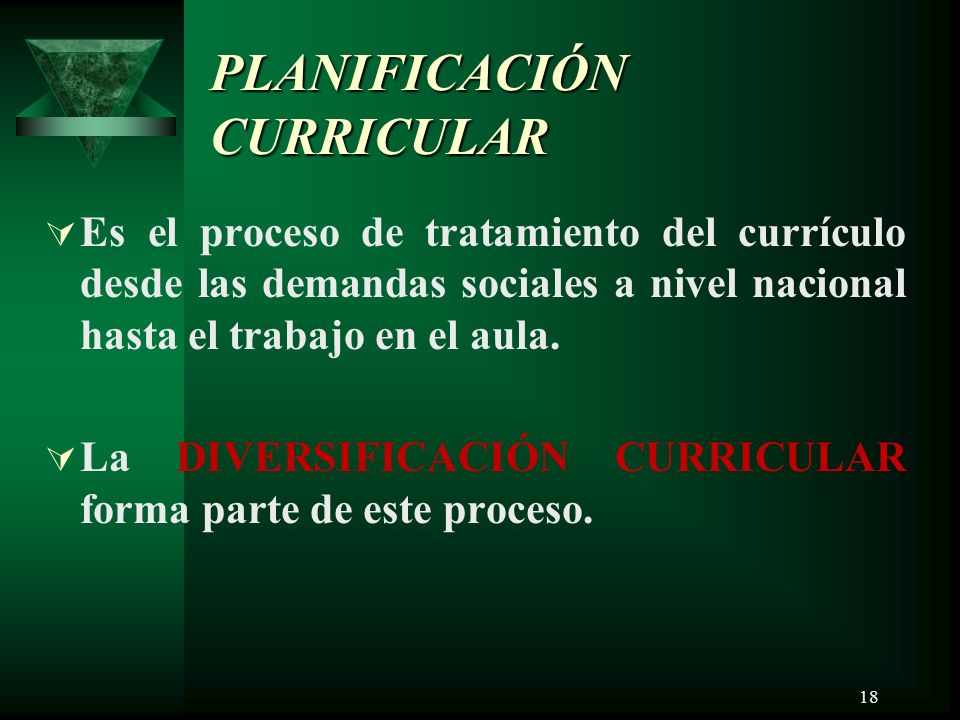 18 PLANIFICACIÓN CURRICULAR Es el proceso de tratamiento del currículo desde las demandas sociales a nivel nacional hasta el trabajo en el aula.