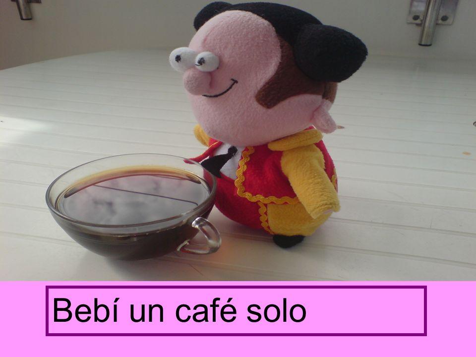 Bebí un café solo