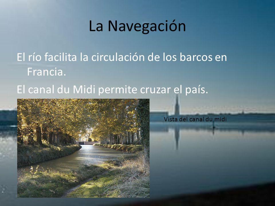 La Navegación El río facilita la circulación de los barcos en Francia. El canal du Midi permite cruzar el país. Vista del canal du midi