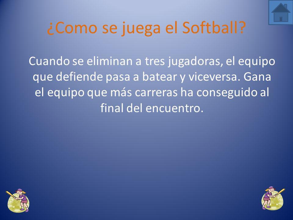 Las jugadoras que defienden en el campo tienen que eliminar a la bateadora pisando la base hacia la que se dirige o tocándola con la bola dentro del guante antes de que llegue la bateadora.