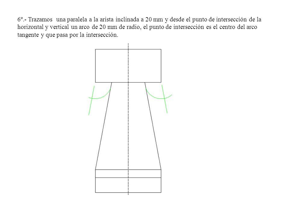 6º.- Trazamos una paralela a la arista inclinada a 20 mm y desde el punto de intersección de la horizontal y vertical un arco de 20 mm de radio, el pu