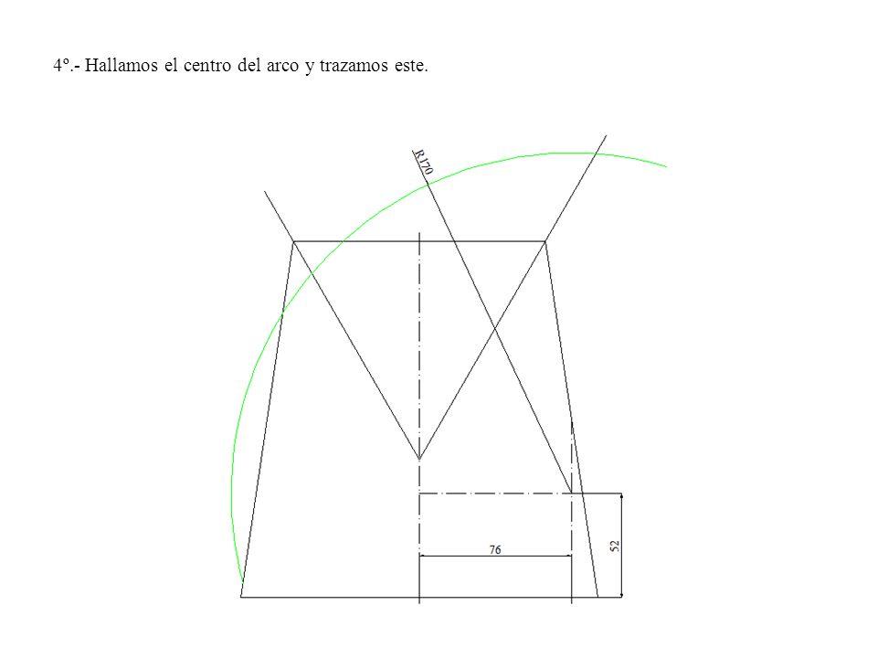 4º.- Hallamos el centro del arco y trazamos este.