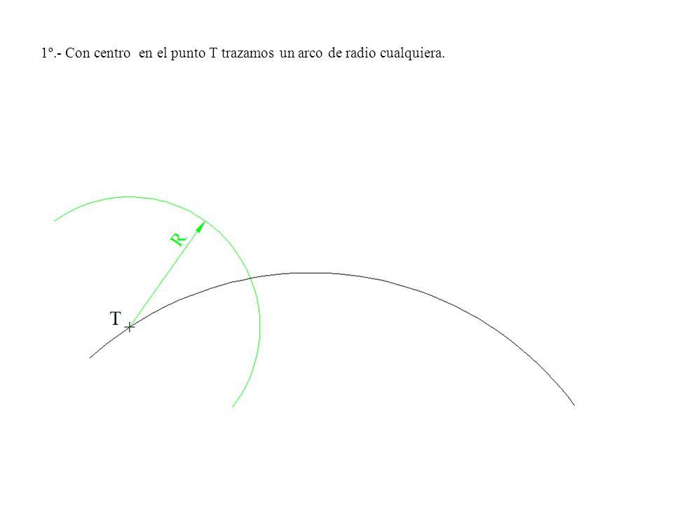 1º.- Con centro en el punto T trazamos un arco de radio cualquiera.