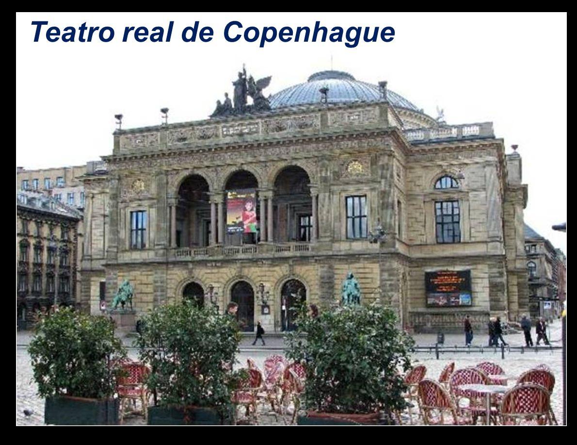 La Ópera de Copenhague cuenta con dos sedes, el moderno edificio inaugurado en 2005 y el Old Stage, el antiguo teatro que ha quedado reservado para ob
