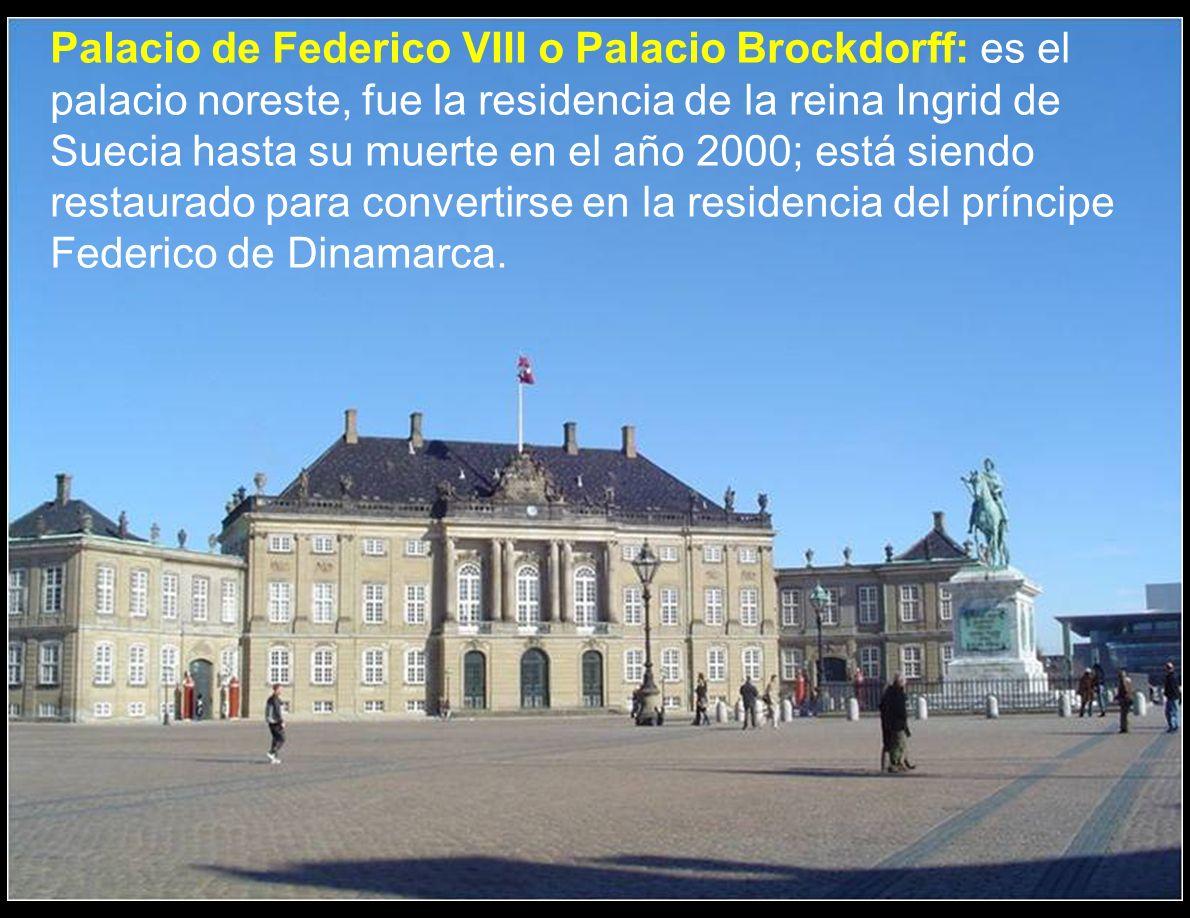 El Palacio de Amalienborg es la residencia de la familia real danesa en Copenhague. Está compuesta por cuatro edificios de estilo rococó, realizados p