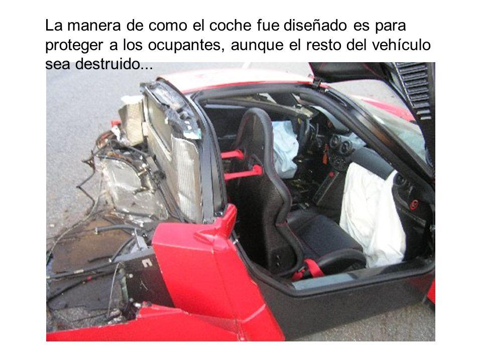 La manera de como el coche fue diseñado es para proteger a los ocupantes, aunque el resto del vehículo sea destruido...