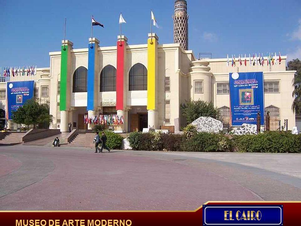 Alejandría, es una ciudad del norte de Egipto, situada en el delta del río Nilo, sobre una loma que separa el lago Mareotis del mar Mediterraneo.