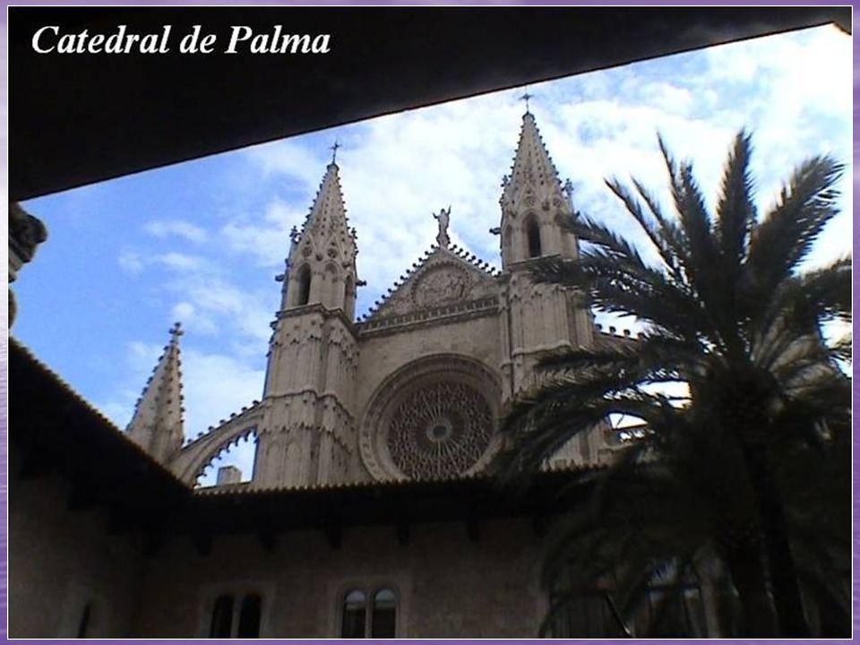 La Catedral de Palma de Mallorca, popularmente conocida como La Seu es el principal edificio religioso de la isla de Mallorca.
