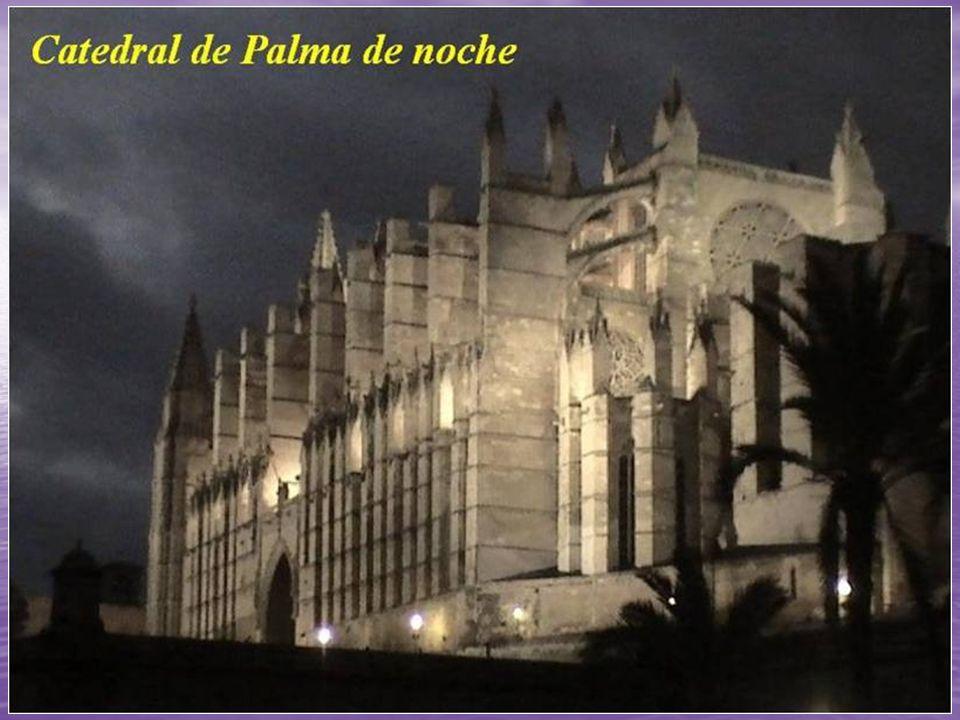 Catedral de Santa María de Palma de Mallorca Su construcción se inició en 1229, después de la conquista de la isla por la Corona de Aragón, y fue cons