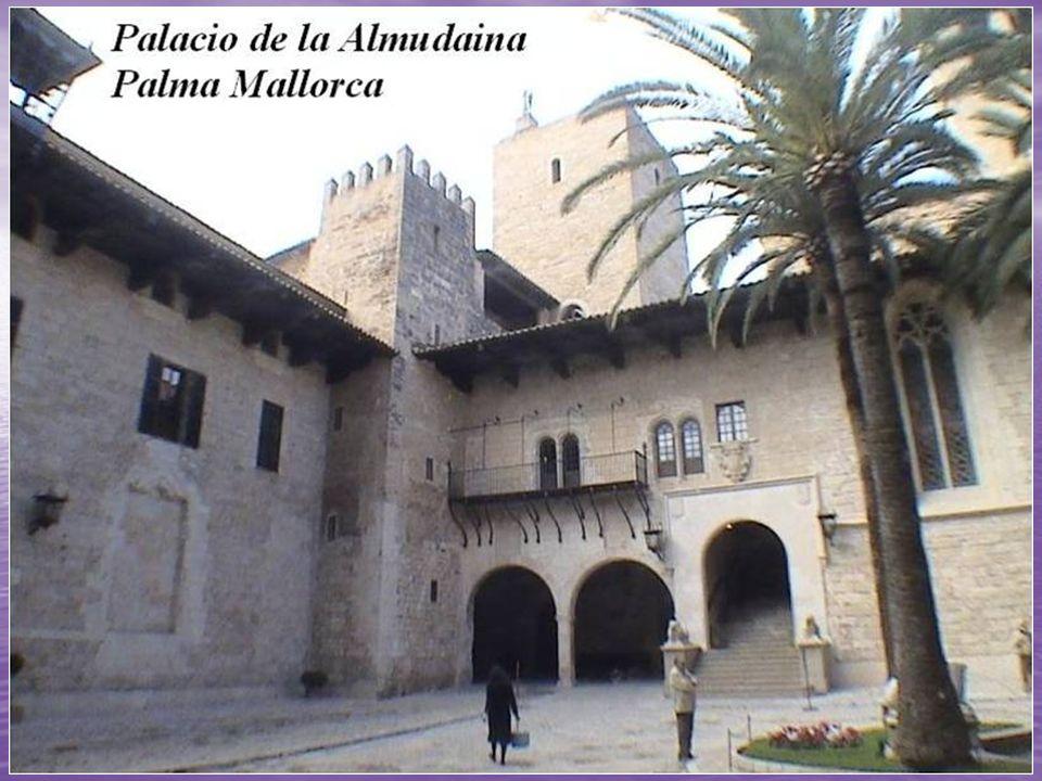 Palacio Real de La Almudaina La Almudaina es el Palacio Real o Alcázar Real de la ciudad de Palma de Mallorca, en España.