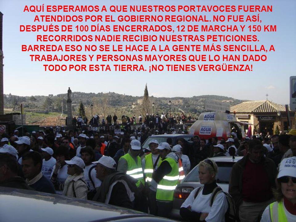 AQUÍ ESPERAMOS A QUE NUESTROS PORTAVOCES FUERAN ATENDIDOS POR EL GOBIERNO REGIONAL.