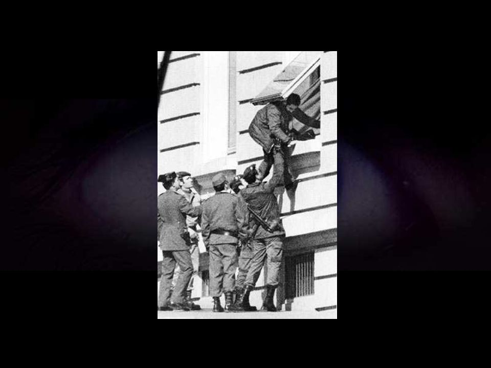 La intervención de Armada salvaba una situación extrema originada por el golpe de mano de un grupo de guardias civiles.