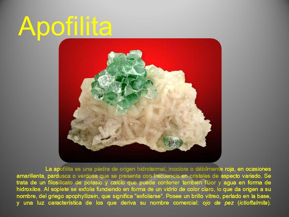 La apofilita es una piedra de origen hidrotermal, incolora o débilmente roja, en ocasiones amarillenta, pardusca o verdosa que se presenta con frecuencia en cristales de aspecto variado.